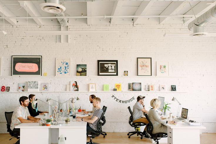 Hum Creative – Design and Branding Studio This office is to die for! All white everything please
