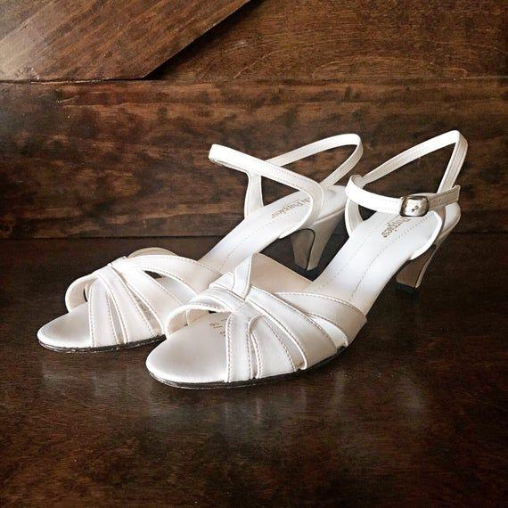 Vintage Kitten Heel Sandal White Open Toe Sling Back Heeled Sandal Vintage Shoes White Heels Wedding Shoe Size 8n Vegan Friendly In 2020 Kitten Heel Sandals White Heels Kitten Heels