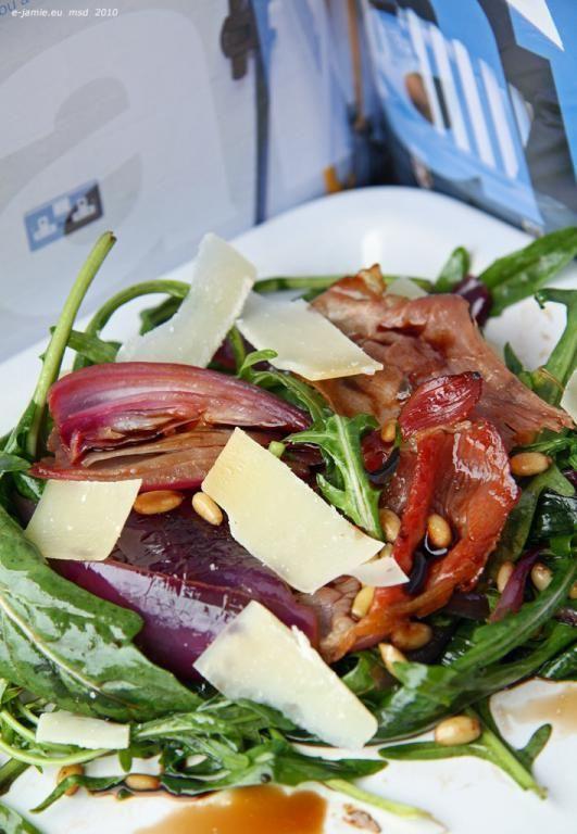 Senzační teplý salát s rukolou   e-jamie.eu