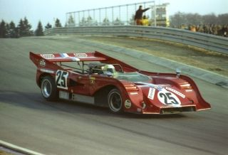 Teddy Pilette in a McLaren with a front similar to his opponent, the Porsche 917/10