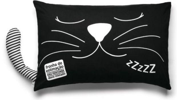 """""""Fronha de estimação"""" com desenho de gato e frase curiosa"""
