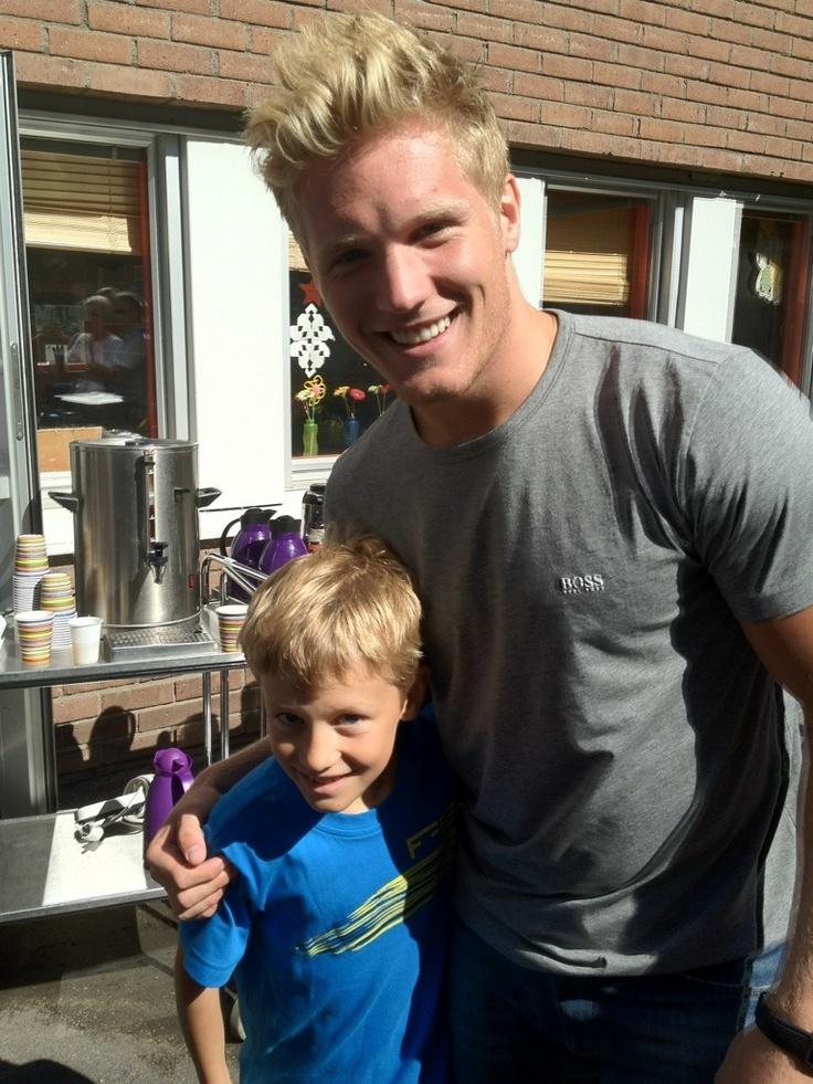 Gabriel Landeskog with a matching blonde kid.