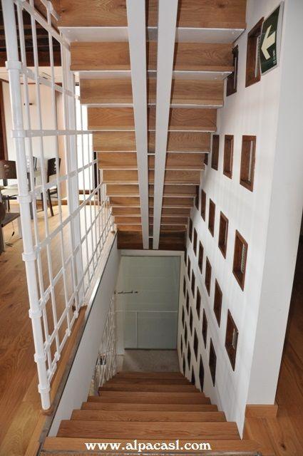 escalera con doble zanca central metlica pasos y tabicas en madera maciza de roble
