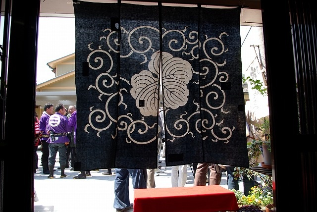 An arabesque design with a family crest, a paulownia, in Japanese Noren, a vintage curtain arranged from a Furoshiki (a Japanse wrapping cloth) photo by Emi Miyake