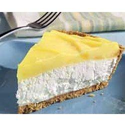 De monchoutaart met ananas en citroen is een heerlijk verfrissend stukje gebak. Sommige ingrediënten zijn moeilijk te vinden, maar het is het zoeken waard.