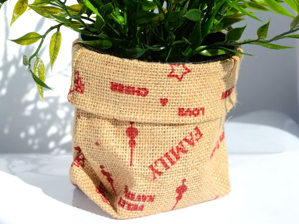 Jute Sacks - Christmas edition #Barama #Giftpackaging #Packaging #Giftideas #Gifts #Presents #Artsandcraft #Ribbon #Jute #Hessian #Decoration #Christmas #Christmasdecoration #Rustic #Potplants