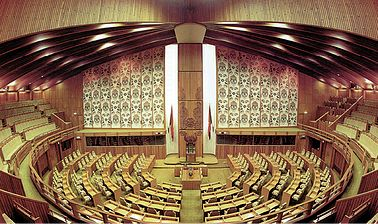 It is possible to visit the Parliament Haus chamber and be a spectator of Parliament while it's sitting and Parliamentary staff are available for guided tours. http://www.blog.pagahill.com/#!The-Treasures-of-Port-Moresby/c2o6/55cddf280cf2b503a1a3f354