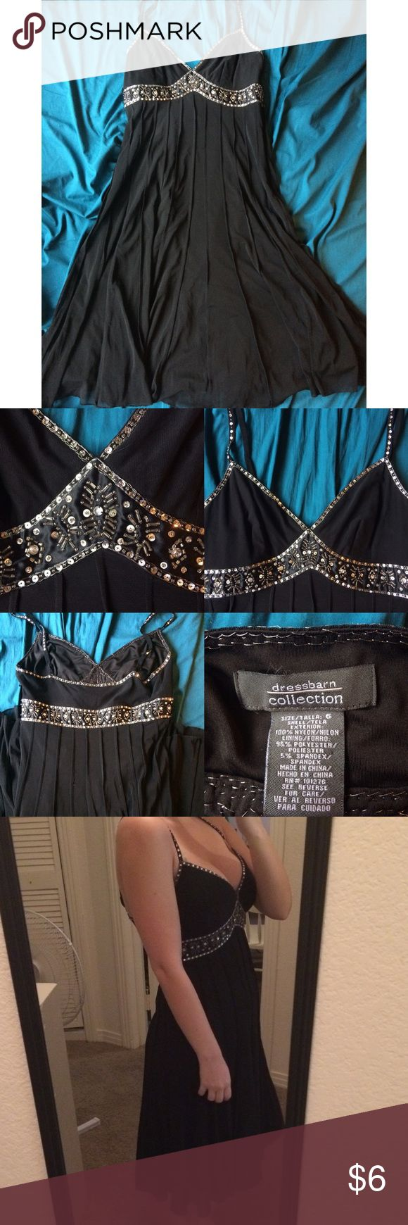 """BLACK FORMAL DRESS GREAT FOR SCHOOL  Adorable dress for a school dance or a wedding!  The top part has beaded details. The inside has a few deodorant """"stains"""". The deodorant fell onto it and got on it but it's really easy to remove! Just take a dryer sheet or an old sock/wash cloth and you're good to go! None of it is visible from the outside I got the majority of it out! I'm  5'6"""" for reference. Great condition.  If you would like any measurements or have any questions just ask! Dress Barn…"""