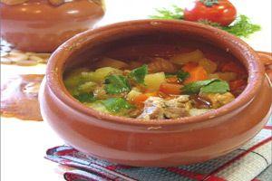 Мясо в горшочках по деревенски    И снова команда cookmen.ru приветствует вас на наших кулинарных страницах. Сегодня для всех постоянных посетителей и не только, будет небольшой сюрприз в виде рецеп…