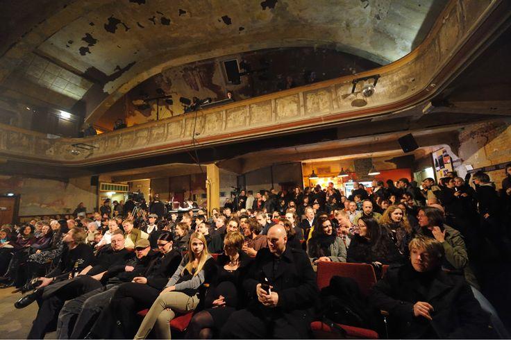 Das UT Connewitz ist das älteste noch erhaltene Lichtspieltheater Leipzigs und eines der ältesten Deutschlands. Die Atmosphäre, die der alte Kinosaal versprüht, ist umwerfend.