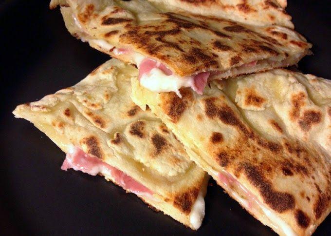 Pizza farcita veloce: senza lievito e da cuocere in padella | Vita su Marte