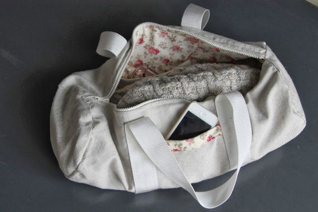 Libre Excès: L'affaire est dans le sac (Tutoriel Sac Polochon) awesome and simple bag!!! clear intructions too