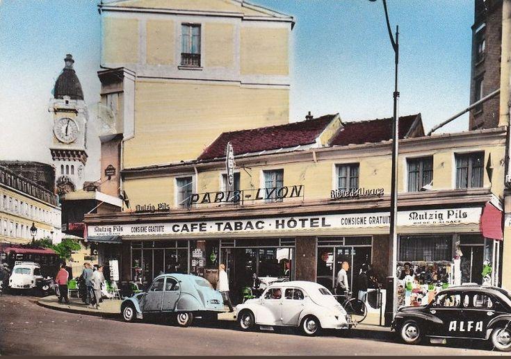 """Le """"Paris-Lyon"""", au coin du boulevard Diderot et la rue de Lyon, vers 1960  (Paris 12ème)"""