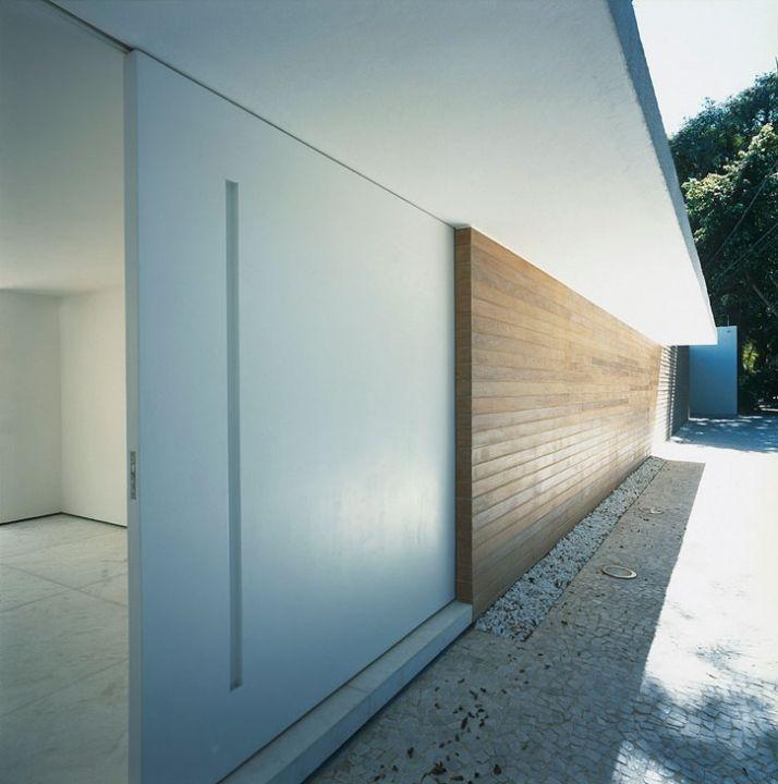 Gama Issa House by Marcio Kogan | Yatzer