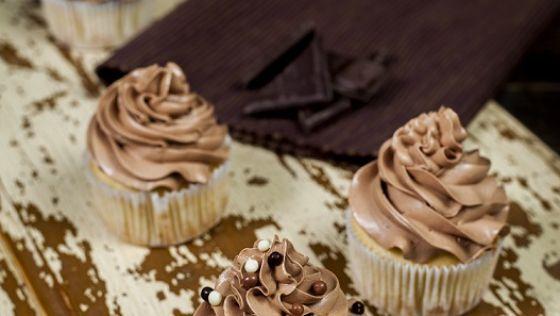 Vanilkové bezgluténové cupcakes s čokoládovým krémom
