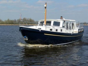 "Houseboat ""Multivlet 1100"" for 4 persons, cruising the beautiful Frisian Lake District in Holland"
