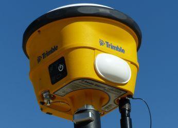 Sistemul mobil GNSS Trimble SPS985L este o soluţie economică care vă pune la dispoziţie instrumentele perfecte pentru verificări rapide pe şantier efectuate de către şeful de şantier sau şeful de proiect în timpul controlului zilnic, de exemplu.
