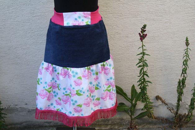 #Mode #Jeans #Upcycling #Rosen #pink #Fransen #Rock  Hier ein neues Modell aus meiner Upcycling Kollektion. Es handelt sich um eine alte getragene Replay Jeans dark blue - die Beine wurden...