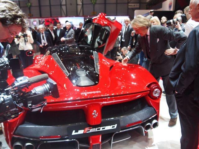 Salone di Ginevra 2013. LaFerrari ha un motore V12. http://giornalemotori.it/69653/laferrari-regina-di-svizzera/#