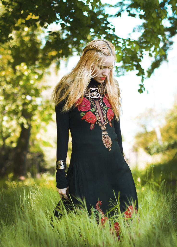 #celtic #rose #fashion #history #photo #photoshoot #blog #byfoxygreen #blogger foxygreen #petrabutkova #jewellry #ihlow #nature #photobyVitkor #braids #hairstyle