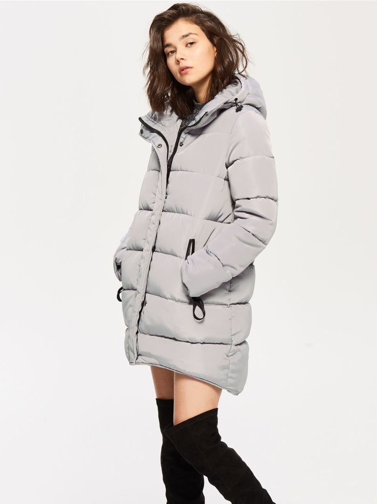 Z2018  Pikowany płaszcz z futerkiem na kapturze