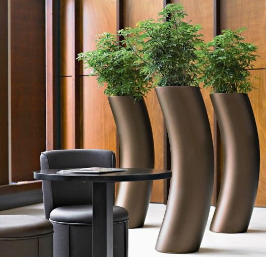 Presix Planters Available In: Aluminum And Bronze 4 Different Sizes  Lacquered In 3 Sizes And More Then 150 Colours.