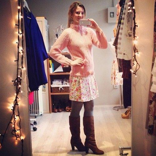 #Designroom 'da kazak-etek kombinlerimiz ile devam ediyoruz… #Pembe ile Günaydın!/ Sweater and skirt outfits of Designroom…...