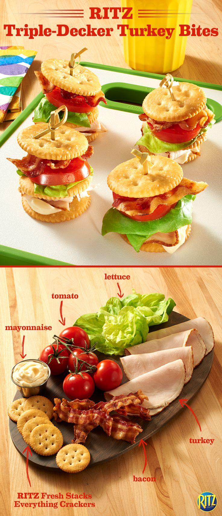brochetas de pavo con galletas saladas, lechuga y tomatitos