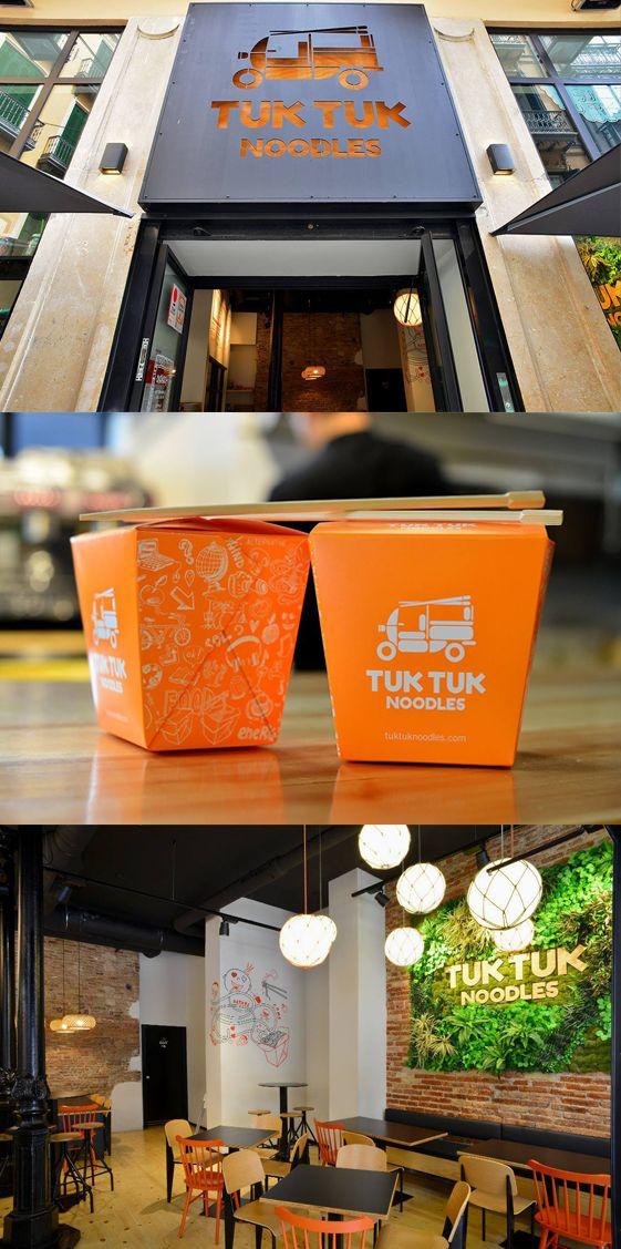 ¿Necesitas un proyecto 360º para tu negocio (marca, publi, packaging, web) y convertirlo en un espacio singular? Te mostramos TUK TUK Noodles. Este es su diseño de espacio físico y así desarrollamos su identidad de marca en Factor ñ.