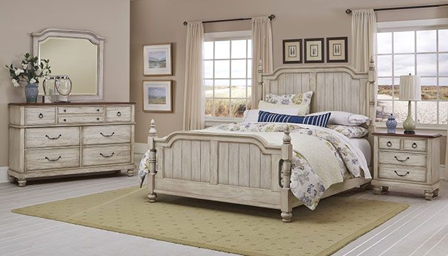 Rustic or French Country? Whatever you call it, it's undoubtedly stunning. #bedroom #rustic #frenchcountry