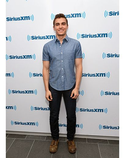 Dave Franco with a simple casual look.