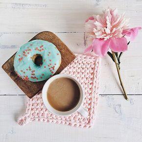 Устроить себе перерыв на кофе и полистать ленту инстаграма - так приятно. Заряжаешься энергией и вдохновением