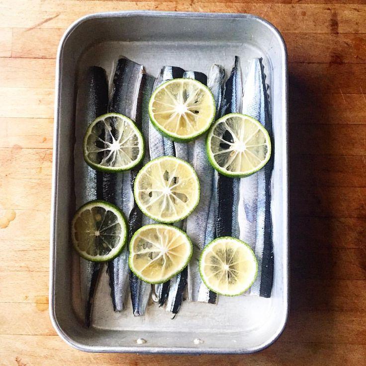 @vege_mania 「秋祭りからいつの間にか台所に戻り、秋刀魚をおろして柑橘で〆る。 少し甘さのあるお酢も加えて、酸味をまろやかに。こんな時、煎り酒を作っておくと風味付けにとても合う。…」 #長尾智子 #TomokoNagao #ベジマニア