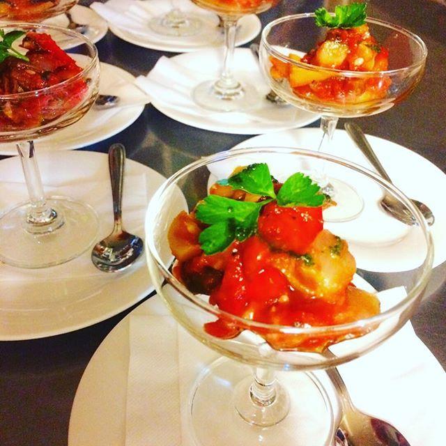 コース料理から… シェフ特製🍴ラタトゥイユ🍅 トマト旨味がギュッと詰まった、彩り綺麗な前菜です❣️ #フレンチniko #肉 #肉バル #カジュアルフレンチ #福島 #パセオ通り #ディナー #パーティー #宴会 #前菜 #ラタトゥイユ #コース料理 #居酒屋