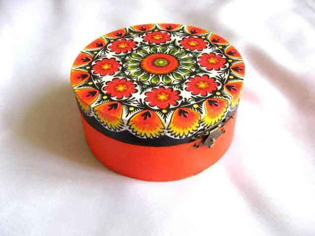 #Cufăr cu #motive #tradiţionale #româneşti, cufăr din #lemn pentru #femei / #Coffer with #traditional #Romanian #motifs, #wooden coffer of #drawers for #women / #전통적인 #루마니아 #풍 #모티프, #여성용 #서랍장 http://handmade.luxdesign28.ro/produs/cufar-cu-motive-traditionale-cufar-din-lemn-pentru-femei-29251/