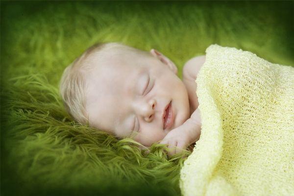 Julie Clyde Photography's Newborns  www.capturingessence.com.au