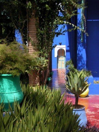 les 25 meilleures id es de la cat gorie jardin marocain sur pinterest lanternes marocaines. Black Bedroom Furniture Sets. Home Design Ideas