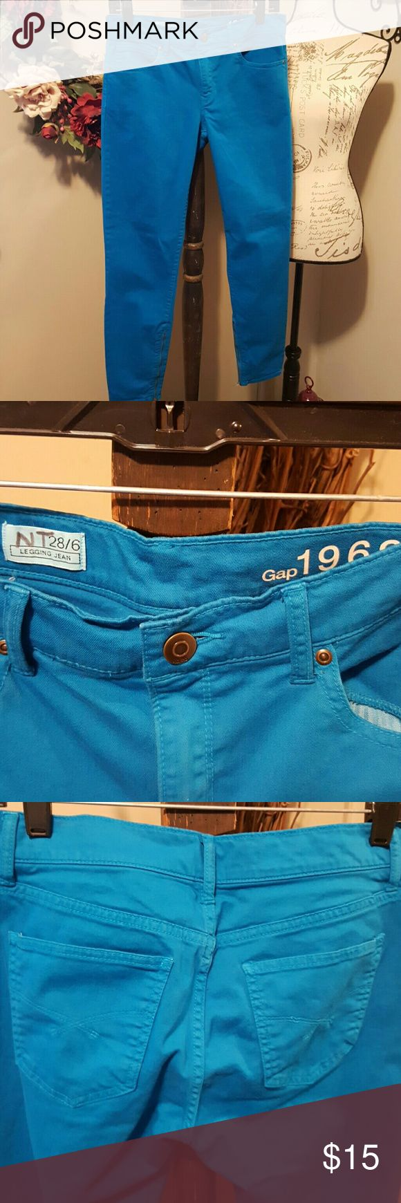 Gap 1969 Legging/Jeans 28/6 Teal skinny jeans from Gap with zipper accent. Size 28/6 GAP Jeans Skinny