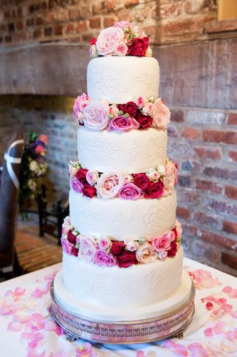 wedding cakes with flowers in between the tiers wedding cake with fresh flowers would it more if 26021