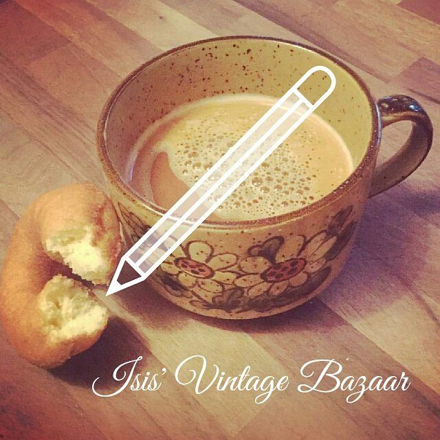 Starting the day with a new post on the blog: What's new Scooby Doo at isisvintagebazaarblog(.)wordpress(.)com  Wishing you all an amazing day! And stay tuned for our Thursday's pick!  #isisvintagebazaar #etsyqc #etsyquebec #blogger #bloggerlife