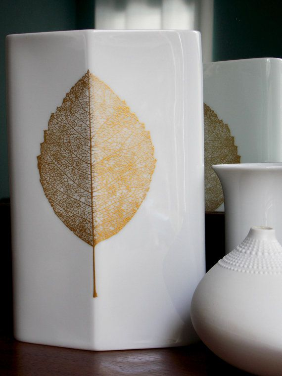 Tapio Wirkkala for Rosenthal white and gold porcelain vase from MidCenturyFLA