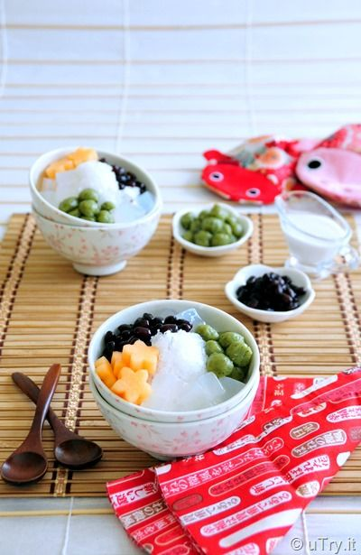 Coconut Shaved Ice with Matcha (Green Tea) Mochi   (椰子刨冰加抹茶迷你麻糬)  http://uTry.it