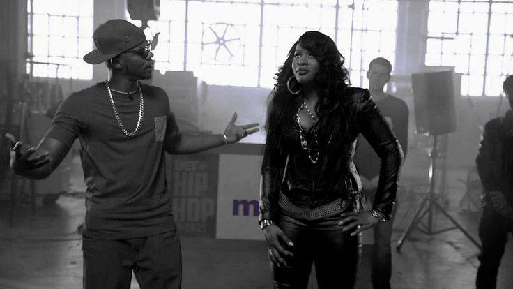 Remy Ma, Papoose and Friends Rock the Cypher [EXPLICIT]
