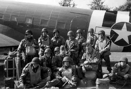 101st Airborne troopers preparing for Market Garden: Gardens Wwii