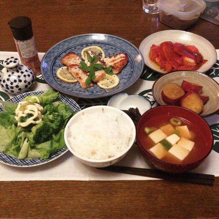 物欲をそそる街大塚でお刺身を勧められたけれどガッツリしてるカジキマグロを買ってきたカジキのグリルとか実はイタリアンな定食です片手小鍋だけの鍋一とグリルで作りました  KEIKOS WASHOKU - japanese style & italian taste 2017.9.1  カジキマグロのグリル黒ごまと黒胡椒にロベルタミントとレモン添え  焼きパプリカと焼きトマトエキストラバージンと塩で  ブロッコリーとレタスのサラダマヨネーズとレモン青唐辛子ソースで  さつまいもの甘煮  なすの粕漬け  豆腐と長ネギの味噌汁  白飯  #keikoswashoku #keikomme #foodie #delicious #yummy #foodporn #washoku #dinner #healthyfood #japanfood #homemade #cooking #onepancooking  #ケイコ飯  #美味しい #手作り #ディナー #晩飯 #ヘルシー #和食 #鍋一  #FB #pin