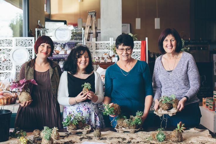 Botanica Naturalis Mossball Workshop. Photography by Peggy Saas of Cake Crumbs & Beach Sand http://cakecrumbsbeachsand.com/