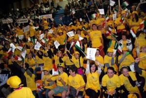 Festa sugli spalti per la cerimonia d'apertura dei Giochi del Vento.