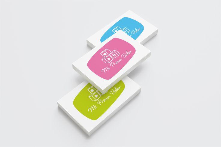 Las tarjetas de Mi Primer Video han sido ideadas con el estilo característico del logo y los tres colores principales: verde, azul y rosa.