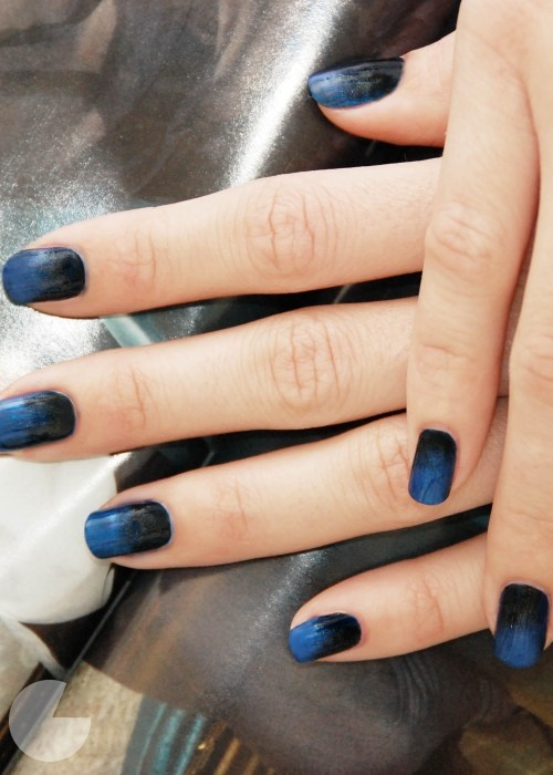 2 coats of colored nail polish, add a few drops of black polish near cuticle. brush top coat on while still wet brushing up to the tip.Diy Fade, Nails Art, Stylish Nails, Nails Design, Black Nails, Gradient Nails, Nails Polish, Black Manicures, Blue Nails
