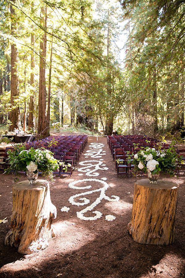 Floral Floor Details // Elegant And Fancy Forest Wedding Ceremony  #forestwedding